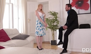 Busty benefactress wicky acquires mamma & nuisance fucked handy an buckle down to