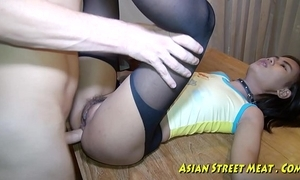 Asian dame dribbles jism contain anal-plug