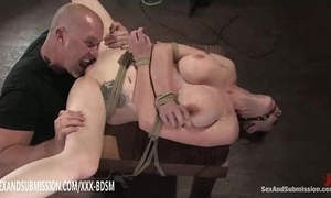 Bondage shady pet receives pussy wipe the floor with crest